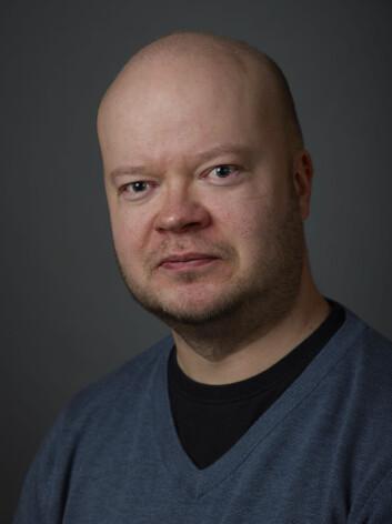 Jukka Nyyssönen har gått gjennom arkivet til Väinö Tanner. (Foto: Konstanse Karlsen)