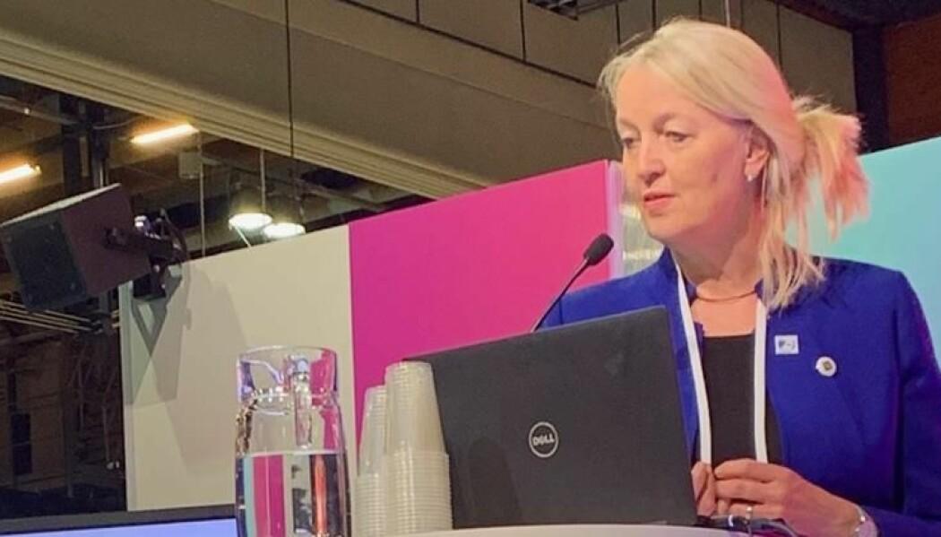 Prosjektleder Anne Moen ved Universitetet i Oslo mottok prisen på vegne av prosjektet. (Foto: Judy Murphy, IBM)