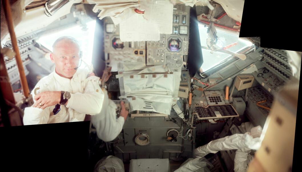 Aldrin, fotografert av Neil Armstrong, inspiserer månelandingsfartøyet dagen før de to skal dra ned til overflata. (Foto: NASA)