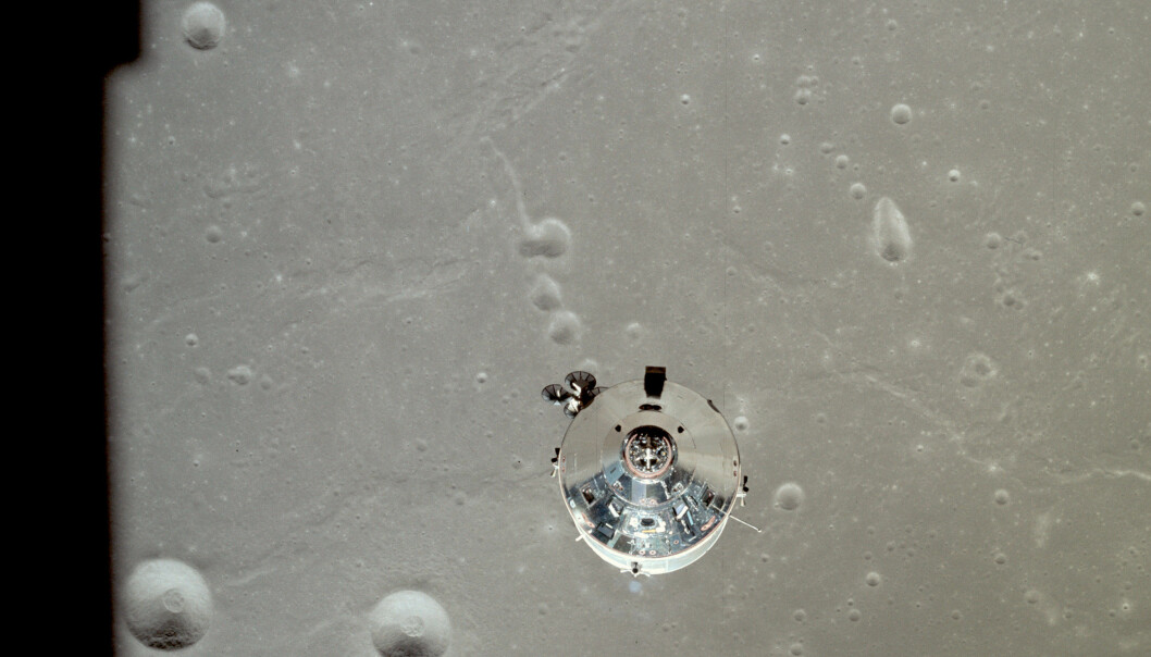 Månelanderen er koblet fra. Her er et siste blikk mot moderskipet, før ferden går ned til måneoverflata. Foto: NASA)