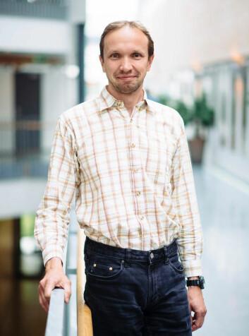Førsteamanuensis Tomas Brauner ved Universitetet i Stavanger har bidratt til at en omtrentlig modell i fysikkens verden har blitt mer nøyaktig. (Foto: UiS)
