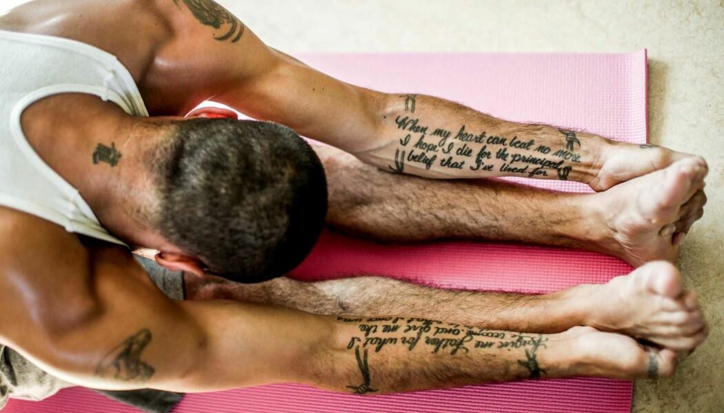 Vestre Viken HF tilbyr nå yoga som et supplement i rusbehandling. Tilbakemeldingene fra pasientene har vært gode. (Foto: Stein J. Bjørge)