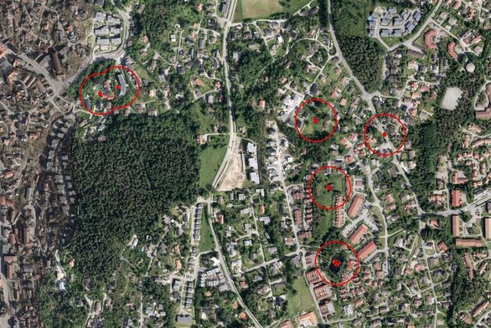 I Frogn kommune er det registrert storsalamander på ei rekkje lokalitetar. Dei to til venstre er i villahagar, til høgre i gangfeltet og dei tre i midten er moglege yngledammar. (Foto: (Skjermdump: Artskart))