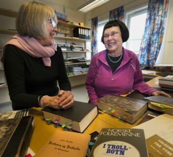 Direktør for Tromsø Museum, Marit Anne Hauan, og professor i historie, Liv Helene Willumsen, har startet arbeidet med å samle inn nordnorske merkedager. Noen er alvorstunge, mange fremkaller smil og latter – som slumpefestdagen i Lofoten, som ble feiret blant lokale kvinner da mannfolkene dro på Lofotfiske. (Foto: Stig Brøndbo, UiT Norges arktiske universitet)