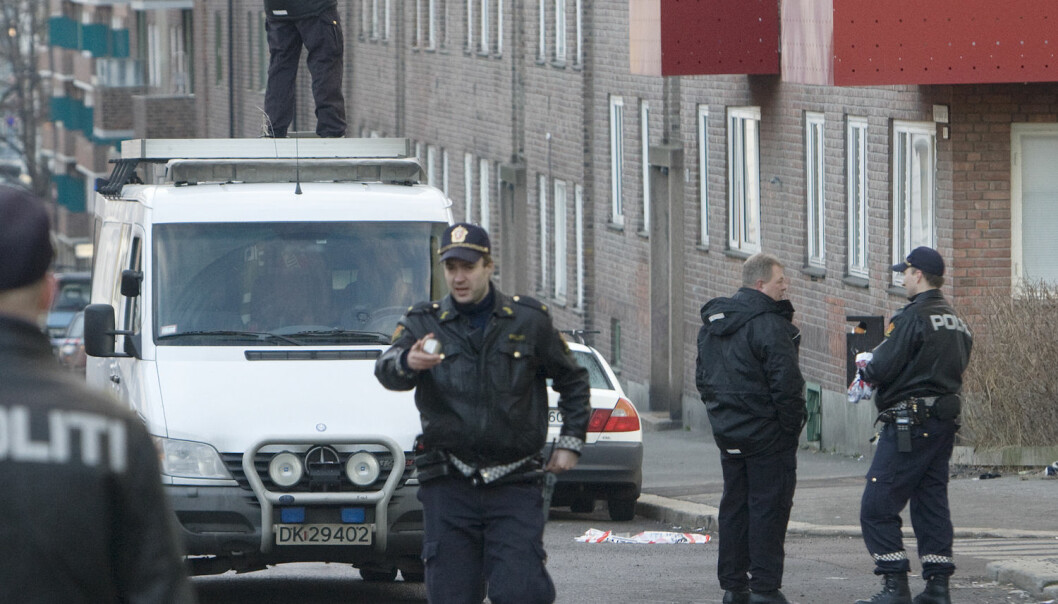 Kripos-teknikere på åstedet der en mann ble skutt av politiet på St. Hans haugen i Oslo i mars i 2009. Politiet skal ha følt seg truet.   (Foto: NTB Scanpix)