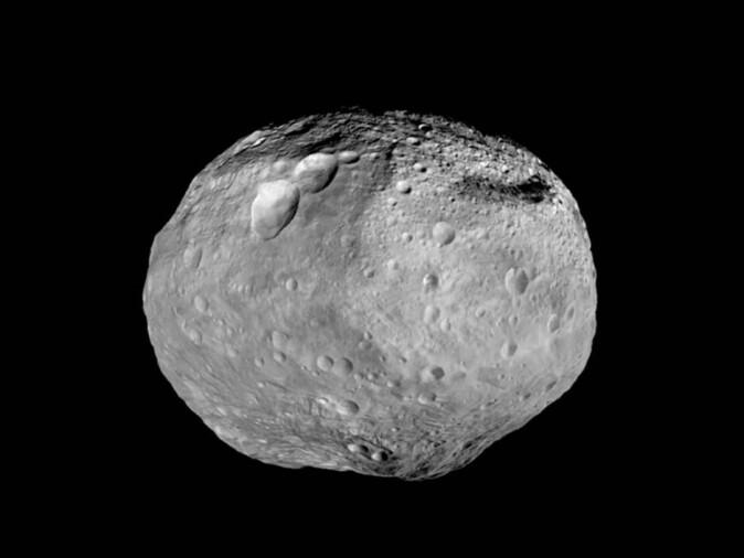 Asteroiden «4 Vesta» er for liten til å være helt rund. Den befinner seg i asteroidebeltet mellom Mars og Jupiter. (Foto: NASA/JPL-Caltech/UCAL/MPS/DLR/IDA)