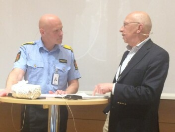 Politisjef Nybø, ved Oslo politidistrikt og professor Johannes Knutsson ved Politihøgskolen er svært uenige om politiet bør være permanent bevæpnet. (Foto: Anne Lise Stranden, forskning.no)