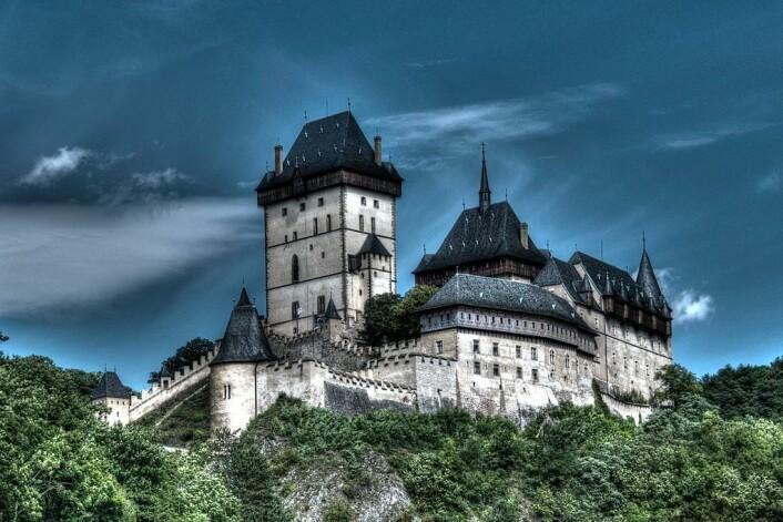 Karlštejn-slottet var et viktig sted i Böhmen i en senere periode. Slottet ble påbegynt i 1348, og det ligger rundt 30 kilometer sør for Praha. (Foto: Lukáš Kalista/CC BY-SA 4.0)