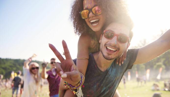 Bilder av venner på festival kan lett trigge engstelsen for å gå glipp av noe. (Foto: gpointstudio / Shutterstock / NTB scanpix)