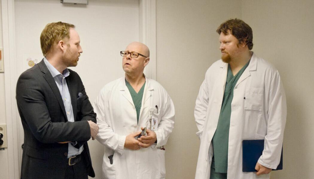 Forskerne Geir Thore Berge, Tor Tveit og Ole-Christoffer Granmo har utviklet det de kaller et nyskapende verktøy ved Sørlandet sykehus. Kunstig intelligens leser journaler fortere enn leger og leverer presise diagnoser. (Foto: Arnfinn Tveit).