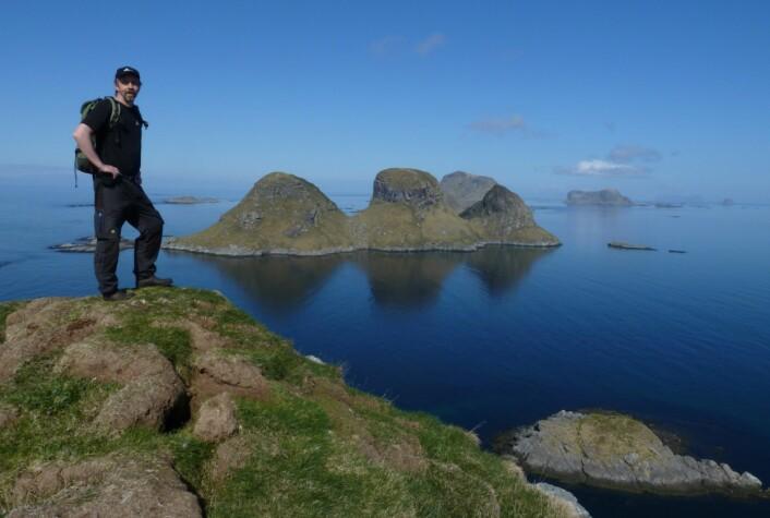 -Røst er ikke bare ei øy. Her er jeg på toppen av Hernyken. (Foto: Ole Wiggo Røstad)