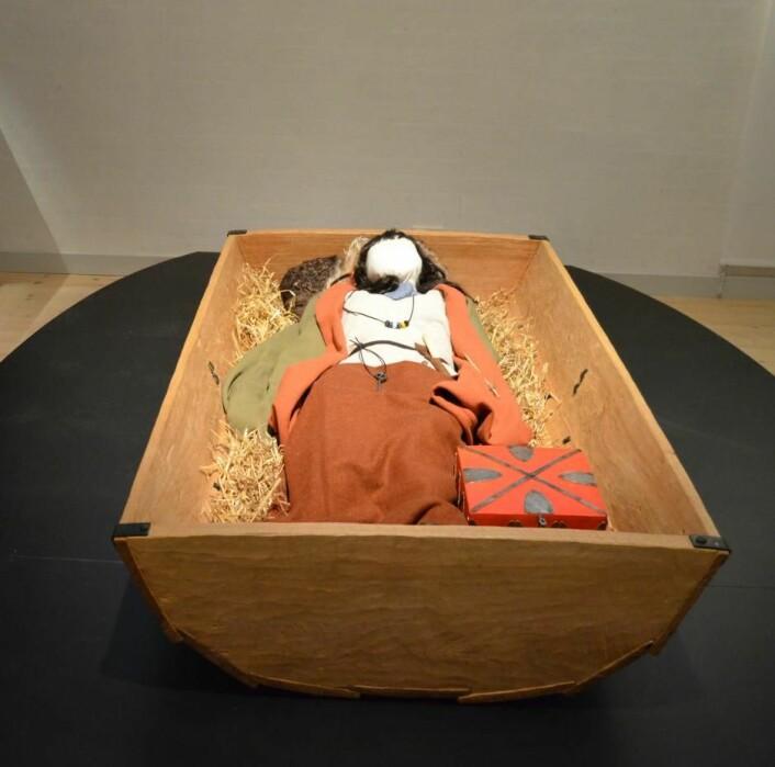 Bildetekst til kvinnegraven: Kvinnen som ble begravet i dødshuset, har hatt høy status. (Foto: Museum Silkeborg)
