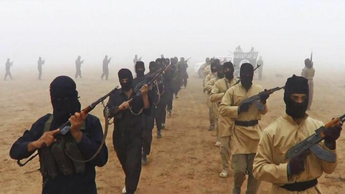 IS-soldater marsjerer. Dette er et propagandabilde sendt ut av IS selv.