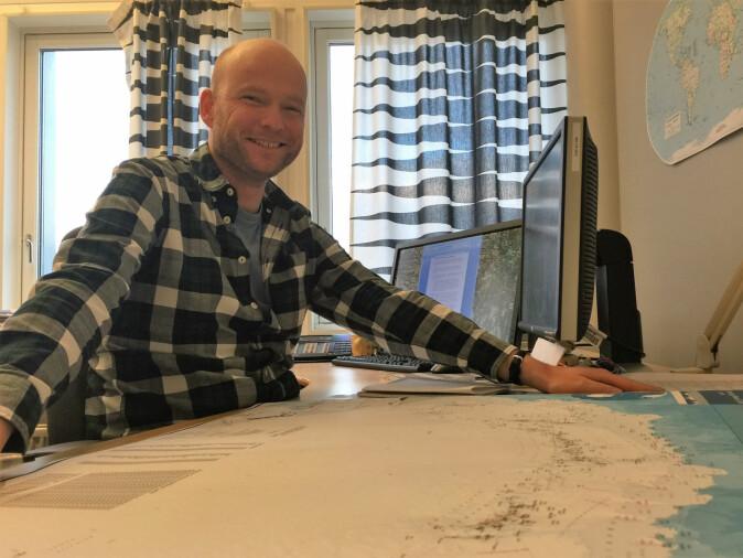 Kartograf Anders Skoglund er mannen bak det prisbelønnede kartet fra Filmbulheimen. (Foto: Elin Vinje Jenssen / Norsk Polarinstitutt)