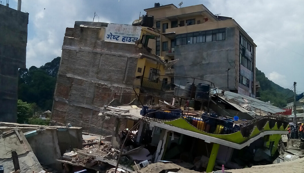 Jordskjelvet i Nepal 25. april 2015 var av styrke rundt 8 på en skala fra 1 til 9. Bygninger ble ødelagt, som her i hovedstaden Katmandu. Tross store forskyvninger i undergrunnen oppstod ikke sprekker på overflaten. Det tyder på at spenningene ikke ble helt utløst, ifølge en artikkeli tidsskriftet Nature Geoscience.  (Foto: Manju Shakya, Creative Commons Attribution-Share Alike 4.0 International license)