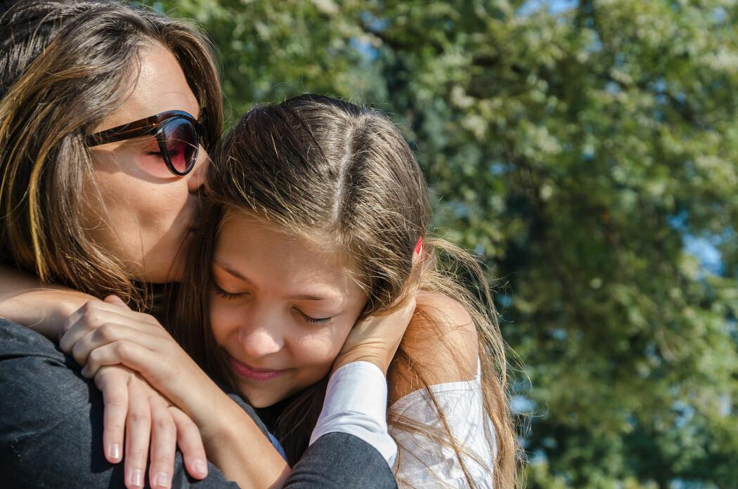 Den ene av jentene i studien har fortsatt en tett følelsesmessig tilknytning til moren. (Foto: Focus and Blur / Shutterstock / NTB scanpix)
