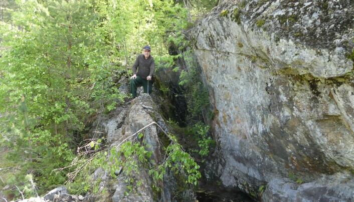 Vi fant den – bortgjemt og gjengrodd dypt inne i de sørlandske skogene - Norges eldste grafittgruve. (Foto: Ane K. Engvik)