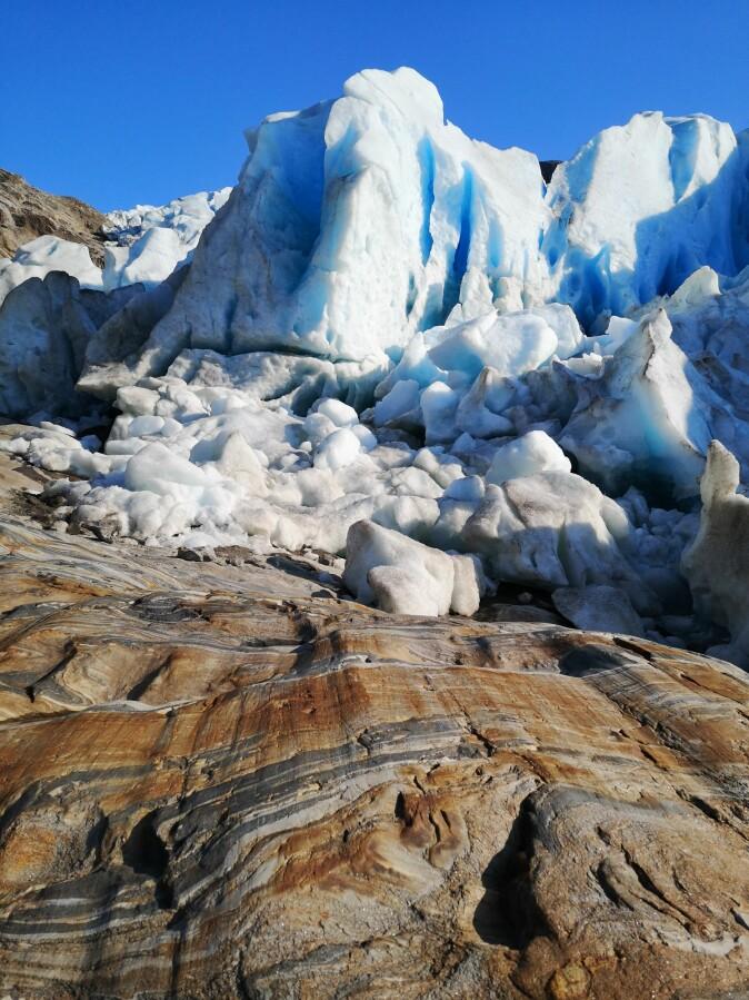 Subglacial bedrock. (Photo: Sophia Laporte)