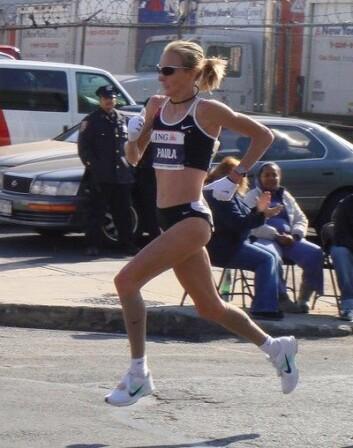 Britiske Paula Radcliffe holder verdensrekorden på maraton. Den satte hun under London Maraton i 2003, med tiden 2.15.25. (kilde: https://no.wikipedia.org/wiki/Paula_Radcliffe.) (Foto: Ed Costello/Wikimedia commons.)