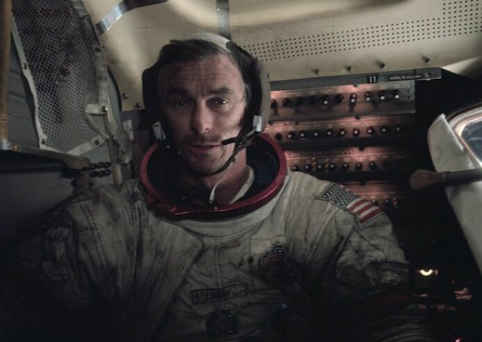 Astronautene fikk ofte månestøv på romdraktene sine og dro det med seg inn. (Foto: NASA)
