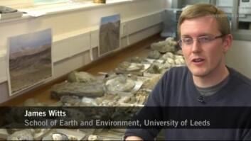 James Witt har brukt seks år på å identifisere og tidsbestemme de mange fossilene som en del av doktorgradsarbeidet sitt ved University of Leeds. (Foto: University of Leeds/stillbilde fra YouTube.)