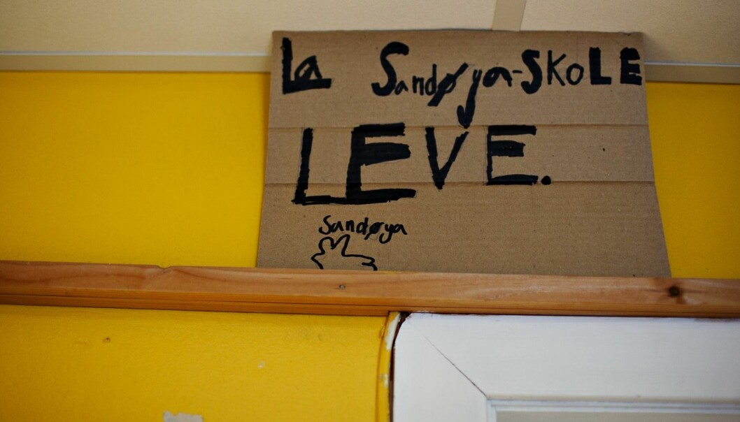 En rekke grendeskoler er lagt ned de siste årene og engasjementet for å bevare dem har vært stort, som her ved Sandøya skole i Tvedestrand i 2010.  (Foto: Anette Karlsen, Aftenposten, NTB scanpix)