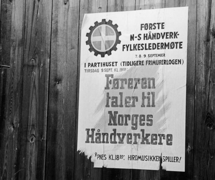 Plakat fra krigen som annonserer at Føreren vil snakke til håndverkere. Korporativisme var en sentral del av Nasjonal Samlings ideologiske planer for det nye Norge. (Foto: Ingvald Møllerstad/Aftenposten/NTB scanpix)