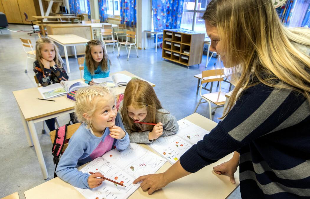 Elever trenger systematisk og tett oppfølging fra dag én når de skal lære seg å lese, ifølge forsker. (Illustrasjonsfoto: Gorm Kallestad / NTB scanpix)