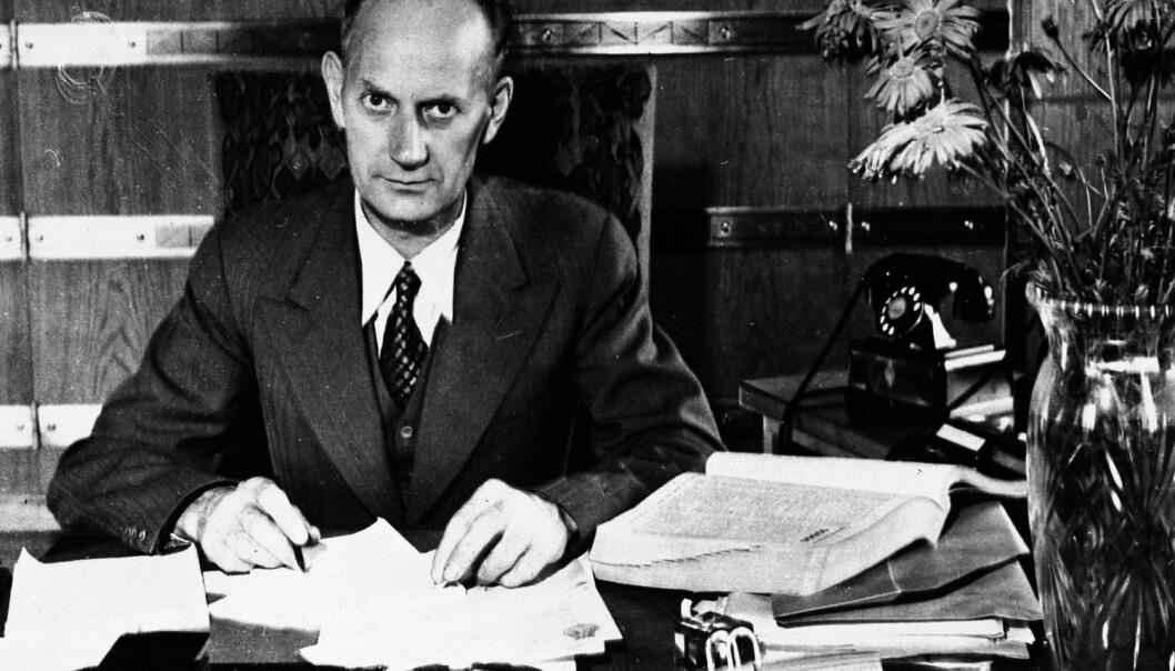 En ny bok om Gerhardsen og hans menn forteller spenningen mellom kommunisme og sosialdemokrati. Bildet viser den nyvalgte statsminister Einar Gerhardsen i 1945.  (Foto: AP, NTB scanpix)