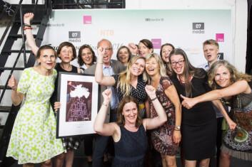 Tidsskriftet Sykepleien jubler for seieren etter å ha vunnet selve Fagpresseprisen for 2016. (Foto: Jon Olav Nesvold / NTB scanpix)