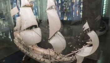 Modell av fregatten «Norske Løve» i elfenbein og sølv. Modellen er utskåret i 1654 av Jacob Jensen Nordmand og står på Rosenborg slott i København. (Foto: Orf3us, Creative Commons)