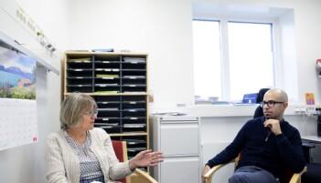 – Hvorfor er pasienten urolig? Det er mye vi bør vurdere før vi tyr til medisiner, sier sykepleier Inger Aarmo som leder en gruppe i prosjektet til Enrico Callegari. (Foto: Kristin Svorte)