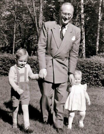 Even Langes far, Halvard Lange, ble beskrevet som en stiv, kald og diatansert mann. Det bildet kjenner ikke sønnen Even Lange igjen. – Far, var åpen, varm og nær. Her er Even Lange på tur sammen med sin far og lillesøster. (Foto: Privat)