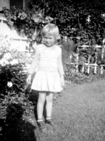 Anne Hellum vokste opp i idylliske omgivelser ved landsbrukshøgskolen på Ås i Akershus, der begge hennes foreldre jobbet. (Foto: Privat)