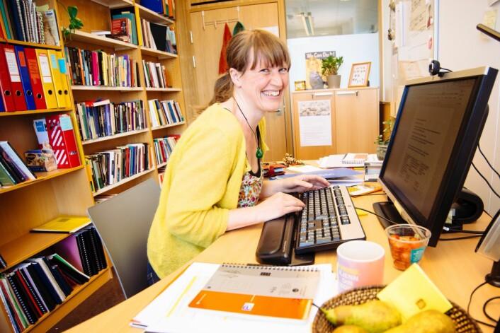 Ingvil Førland Hellstrand på kontoret. (Foto: Benedicte Pentz, UiS)