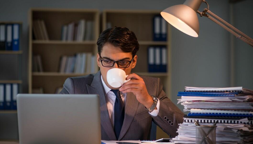 En ny studie tyder på at en kveldskaffe ikke forstyrrer nattesøvnen. (Illustrasjonsbilde: Elnur / Shutterstock, NTB scanpix)