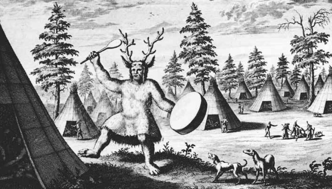 """En sibirsk sjaman med reinsdyrkrone, tegnet av Nicolaes Witsen i 1692. Han har laget """"djevelføtter"""" på sjamanen, så Witsen var kanskje ikke så positivt innstilt til naturreligionene. De britiske sjamanene kan ha hatt lignende hodepryd for 11 000 år siden, ifølge en ny studie i PLOS ONE. (Bilde: Offentlig eiendom)"""