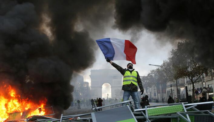I Frankrike var president Emmanuel Macron sin økning av avgiftene på fossilt drivstoff den viktigste årsaken til opprøret blant de gule vestene.  Klimapolitikken er urettferdig, mente de. (Foto: Michel Euler/AP/NTB scanpix)