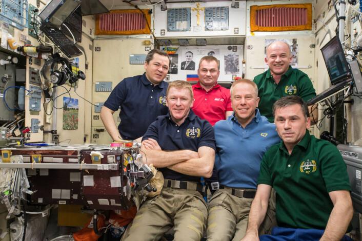 Mannskapet på ekspedisjon 47 poserer for kamera i dette bilde nummer tre millioner fra den internasjonale romstasjonen. Bildet ble tatt den 13. mai 2016. (Foto: NASA)