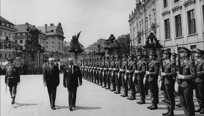 Sovjet-lederen Leonid Bresjnev besøker borgen i 1978. (Bilde: Klazarova/Saunders et al/Antiquity 2019)