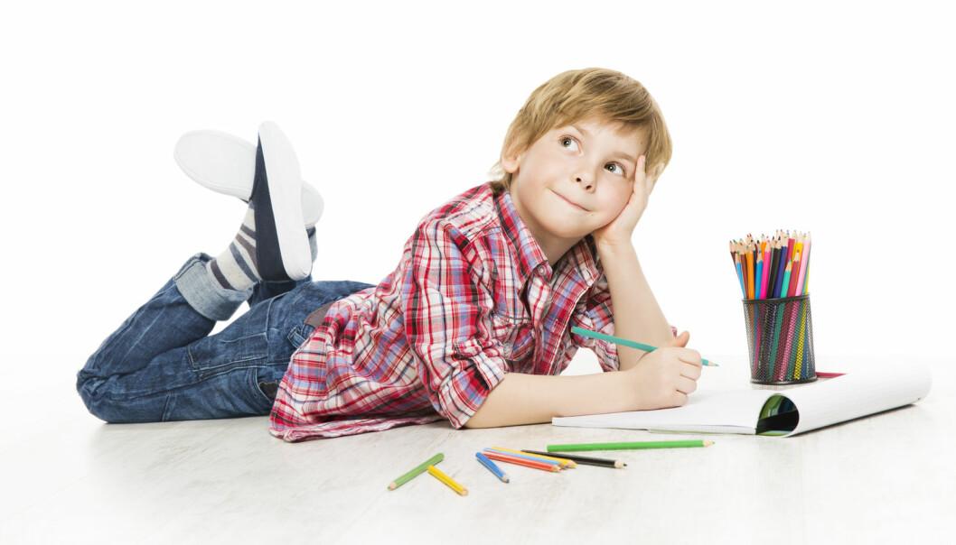I eit ti veker langt eksperiment dreiv femåringar med såkalla oppdagande skriving fire dagar i veka.  (Foto: Inara Prusakova, Shutterstock, NTB scanpix)