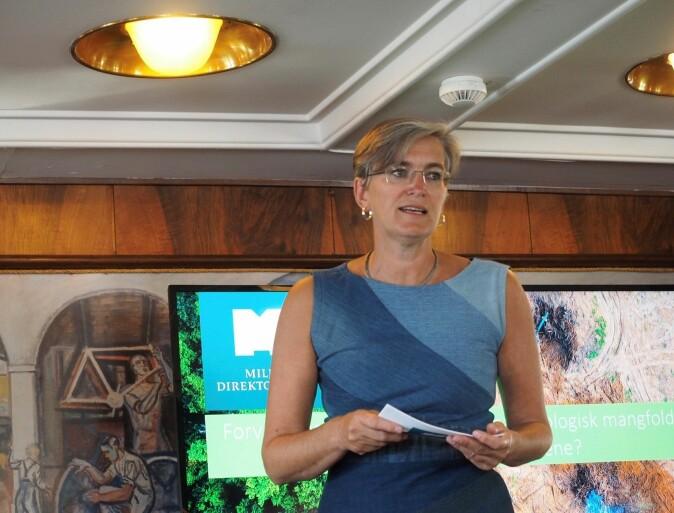 Ellen Hambro fra Miljødirektoratet vektla sterkere fokus på grenseflaten mellom klima og biologisk mangfold under sitt innlegg på Arendalsuka (Foto: Stig Larssæther)
