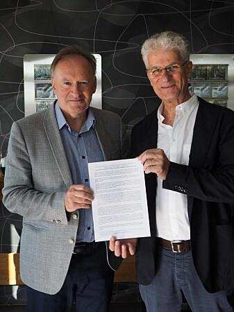 Helge Brattebø, leder for NTNU Bærekraft sammen med Andrea Tilche under Arendalsuka. (Foto: Stig Larssæther)