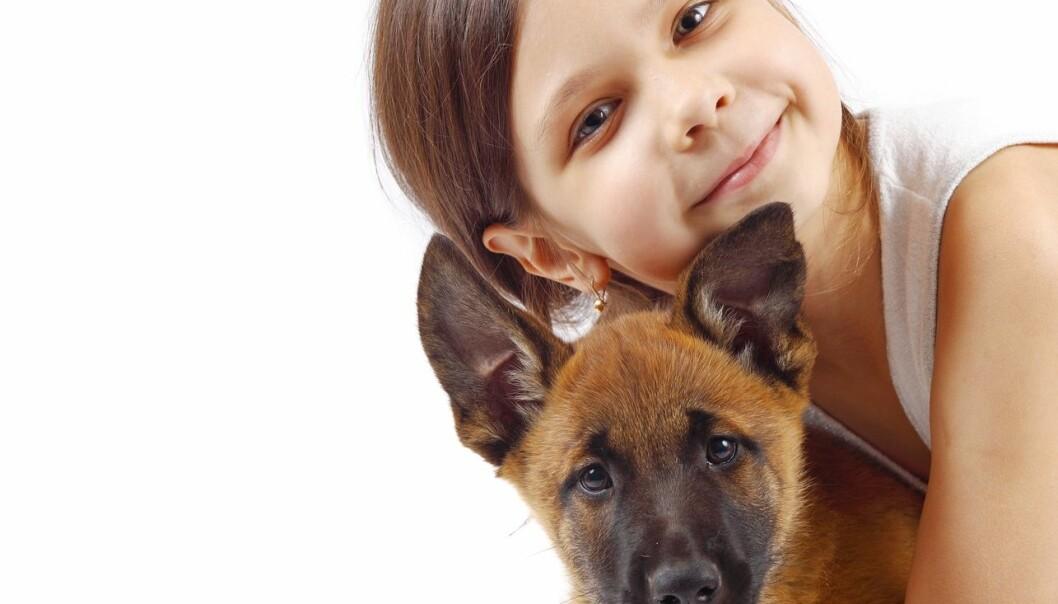 Det er ikke særlig smigrende hvis mamma eller pappa forsnakker seg og forveksler ditt og hundens navn. Ifølge en ny studie er slett ikke dette uvanlig, og det har en naturlig årsak.  (Foto: Shutterstock / Scanpix)