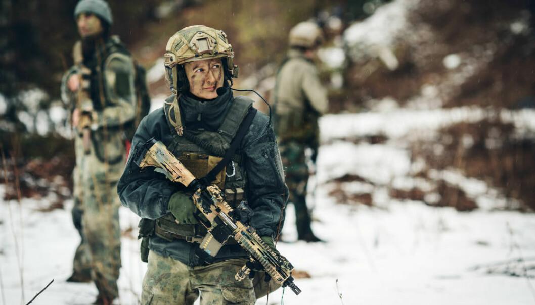 Innenfor anvendte mannsdominerte fag som militærutdanningene er kvinner som har foreldre med lav utdanning, overrepresentert, viser forskningen. (Illustrasjonsfoto: KANIN.studio/Shutterstock/NTB scanpix.)
