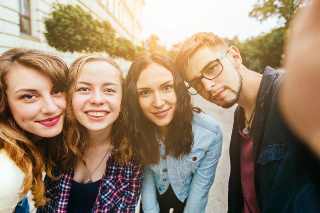 Unge velger ubevisst utdannelse etter hva de tror vennene foretrekker, viser ny forskning. (Foto: Iryna Inshyna / Shutterstock / NTB scanpix)
