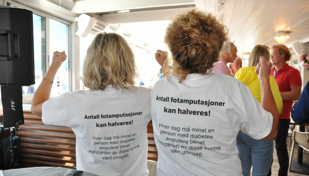 Aksjonstekst på ryggen til fotterapeuter denne uken i Arendal. (Foto: Gunnhild Lervåg, Delta)