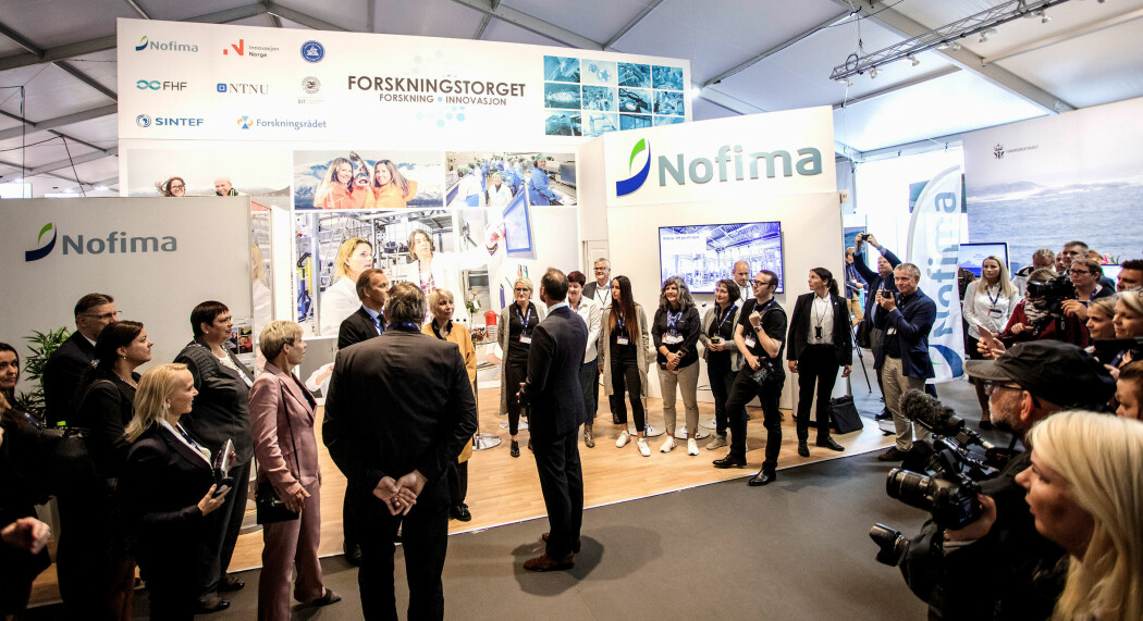 14 forsknings-, innovasjons- og undervisningsmiljøer deltar på en stor felles stand under havbruksmesse i Trondheim. Bildet er fra det første Forskningstorget, i fjor. (Foto: Aqua Nor)