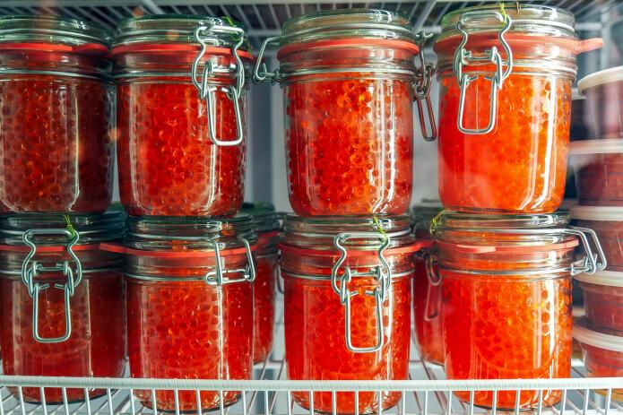 Glass med deilig kaviar i kjøleskapet. (Foto: Shutterstock)