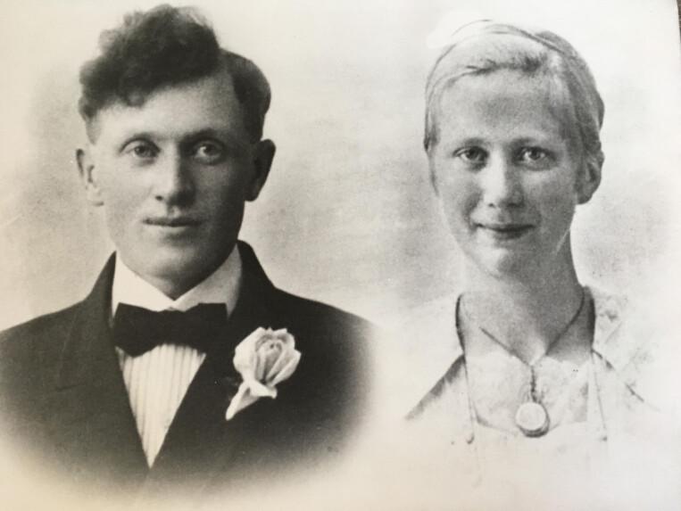 forskning.nos journalist søkte etter egne slektninger i det historiske registeret. Hun fant sin bestefar Paul Anton Stranden, født i 1903. Her han på bryllupsdagen med Anna Margrete Sandvik. (Foto: privat)